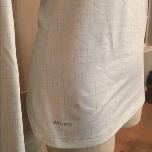 Nike pro dry fit long sleeve size medium